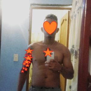 Tatuado Macho vergón lampiño complaciente